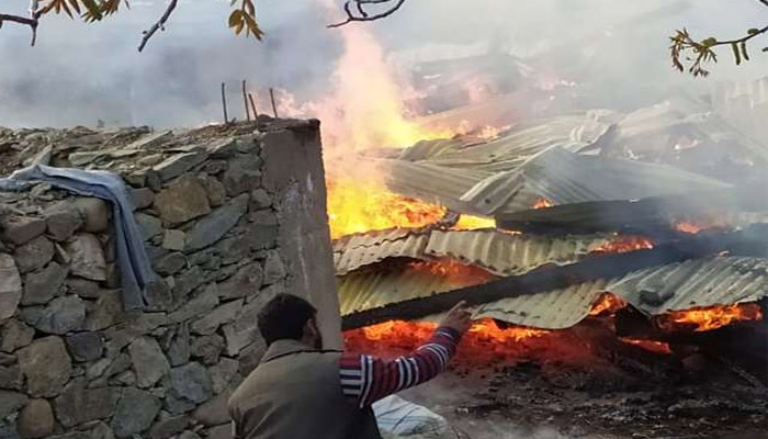 Pak heavy fire Indian army is giving a retort