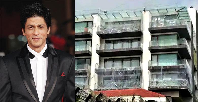 अमिताभ की खबर सुन डरा शाहरुख पूरे बंगले को घेर दिया प्लास्टिक से