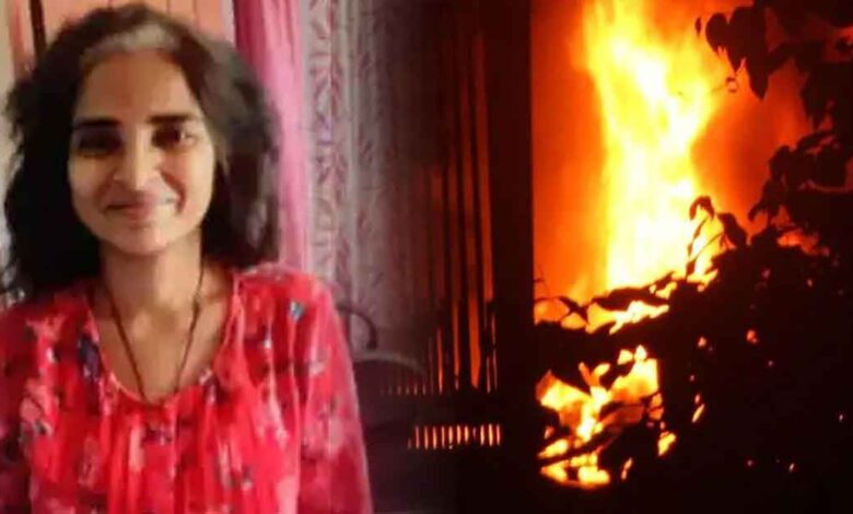 BHU-Associate-Professor-Dr-Kiran-Singh-sets-herself-on-fire