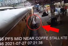 do-not-do-these-mistakes-while-boarding-on-train