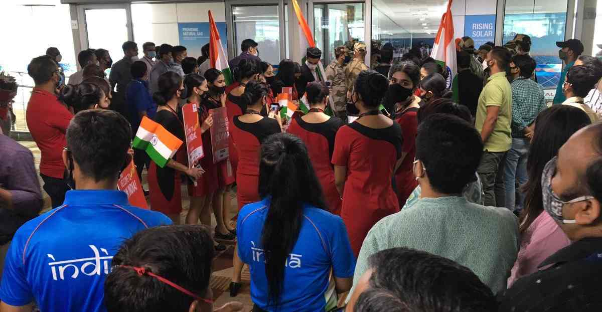 grand welcome of team india in delhi airport