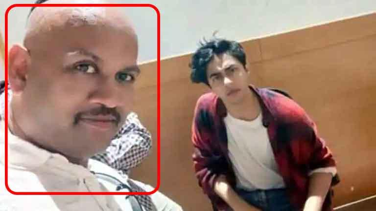 Mumbai-Police-officer-suspended-for-takin-selfie-with-Aryan-Khan